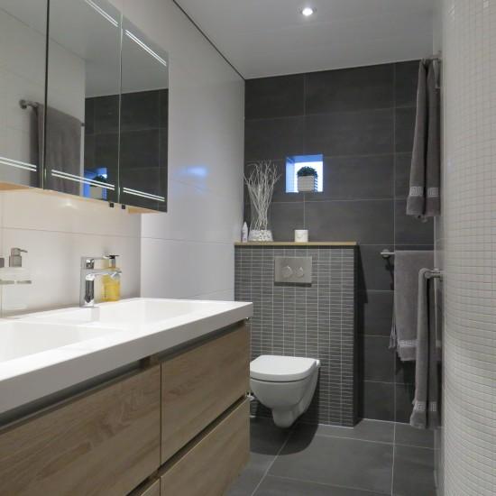 Opgeleverde badkamers m o techniek - Badkamer in m ...