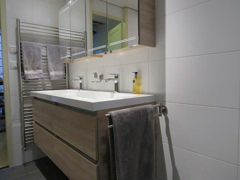 Moderne badkamer m o techniek - Outs badkamer m ...