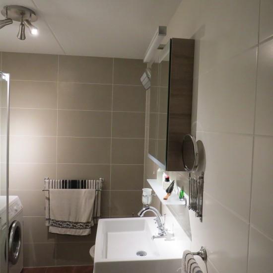 Opgeleverde badkamers m o techniek - Warme badkamer ...