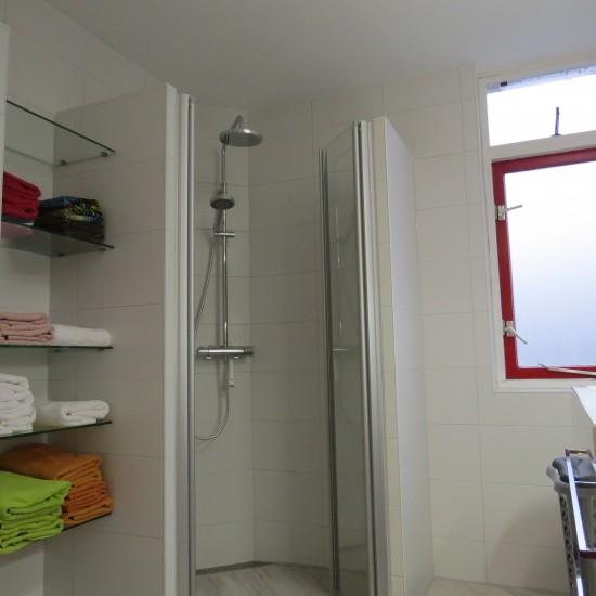 Opgeleverde badkamers m o techniek - Kleine ruimte ontwikkeling m ...