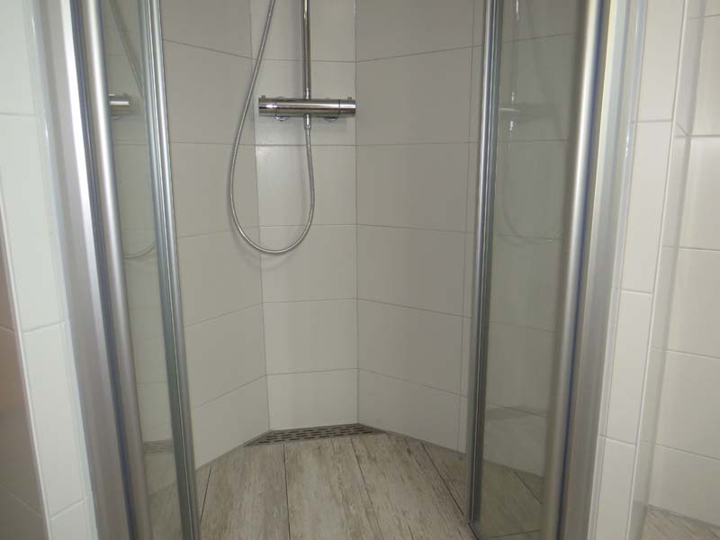Complete badkamer in kleine ruimte m o techniek - Kleine ruimte ontwikkeling m ...