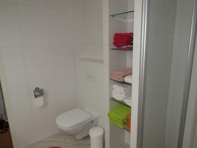 Complete badkamer in kleine ruimte m o techniek - Badkamer in m ...